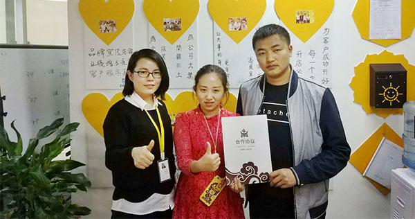 恭喜刘先生夫妻俩成功拿