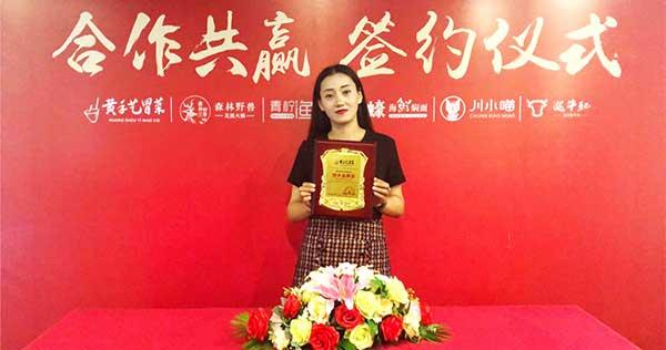 吴姐8月2日签约云南冒菜加盟,万事俱备,只欠东风