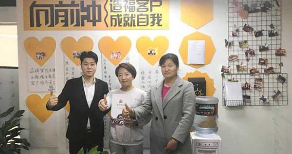 恭喜来自新疆昌吉市的两位姐姐成功签约黄手艺冒菜