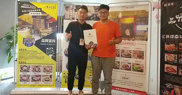 王先生签约黄手艺河北衡水冒菜加盟店