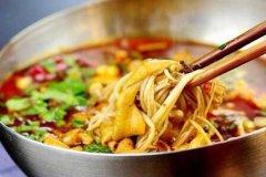 成都冒菜与潮汕牛肉火锅加盟相比,哪个加盟费用更高?