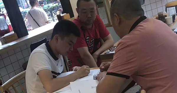 崔老板7月8日签约冒菜加盟