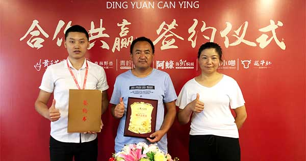 穆先生想成就一番餐饮事业,8月19日签约青海冒菜加盟